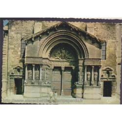 Arles, portail de l'église...