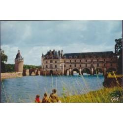 Chinon, le château dominant...