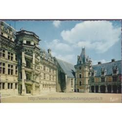 Blois, la cour d'honneur du...