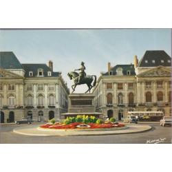 Orléans, statue de Jeanne...
