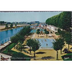 Orléans, la piscine au bord...
