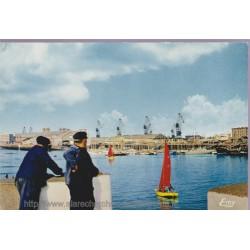 Cherbourg, l'avant-port, la...
