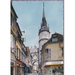 Auxerre, la tour de...