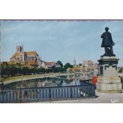 Auxerre, la statue Paul...
