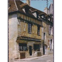 Avallon, maison gothique -...